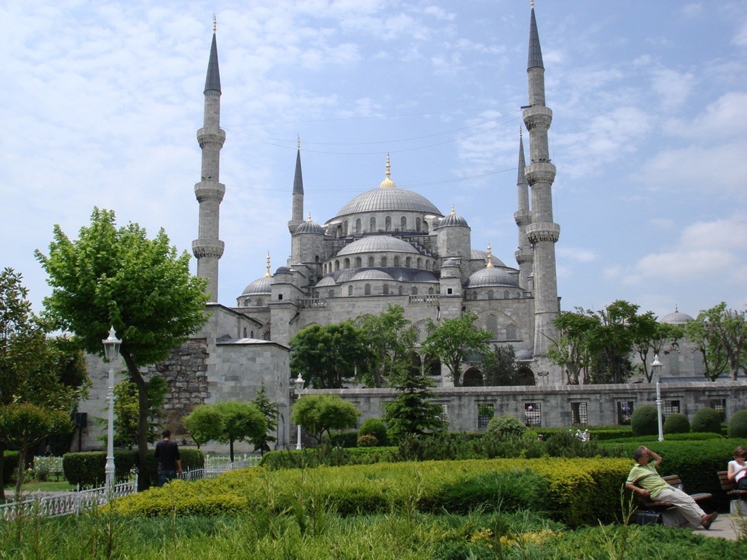 features of a mosque essay Essay on outline the key features of a mosque and explain how they assist in worshipoutline the key features of a mosque.