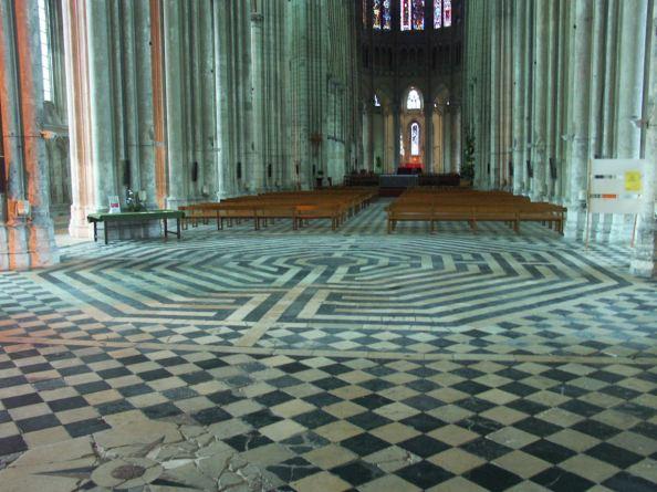 Labyrinth Saint Quentin basilica